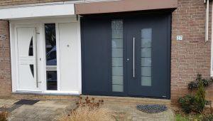 Hörmann huisdeur met nevendeel en vast paneel